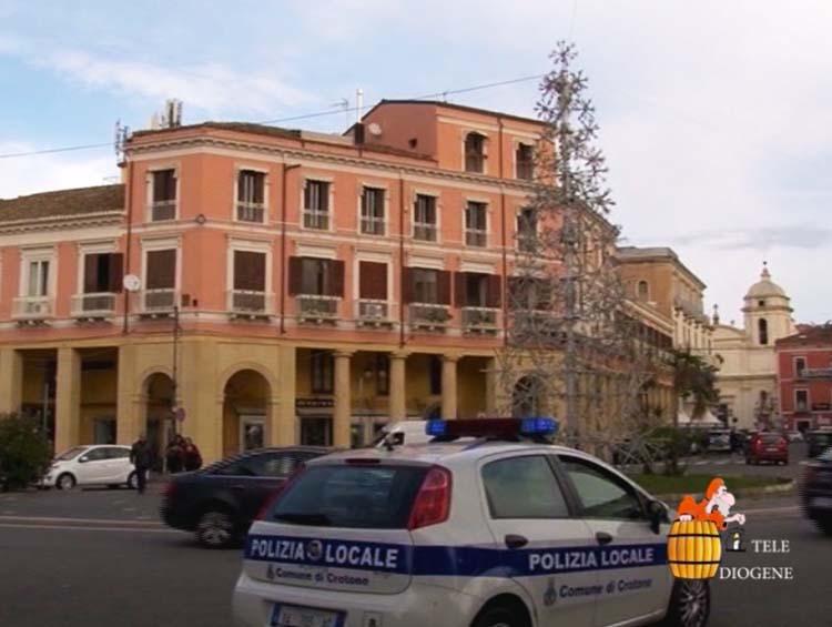 ''Spuntano'' anche a Crotone gli alberi di Natale: l'impegno del commissario Tiziana Costantino