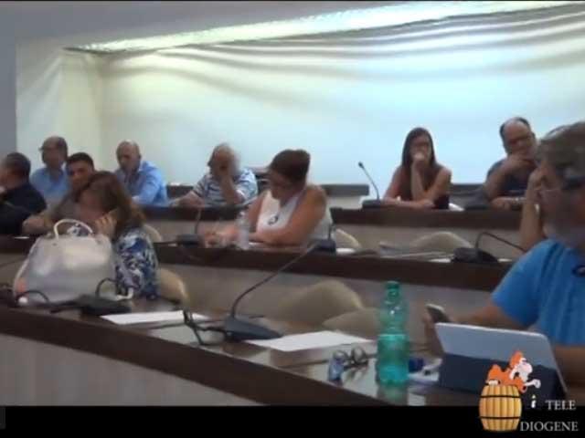 Maggioranza in affanno al Comune di Crotone: salta la seduta dopo il reintegro della consigliera Cimino