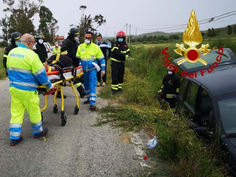 Incidente stradale a San Leonardo di Cutro: coppia di anziani finisce fuori strada