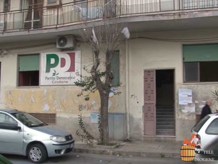 Pd, cambio serratura in via Panella: la conferenza dei due segretari commissariati ''trasloca''...