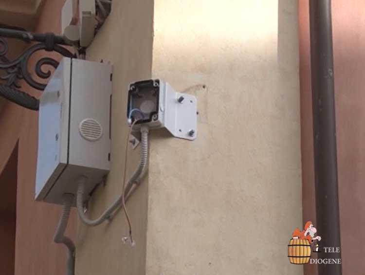 Rubate tre telecamere di videosorveglianza nel centro storico di Crotone durante il weekend